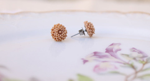 Tiny Taupe Dahlia Earrings