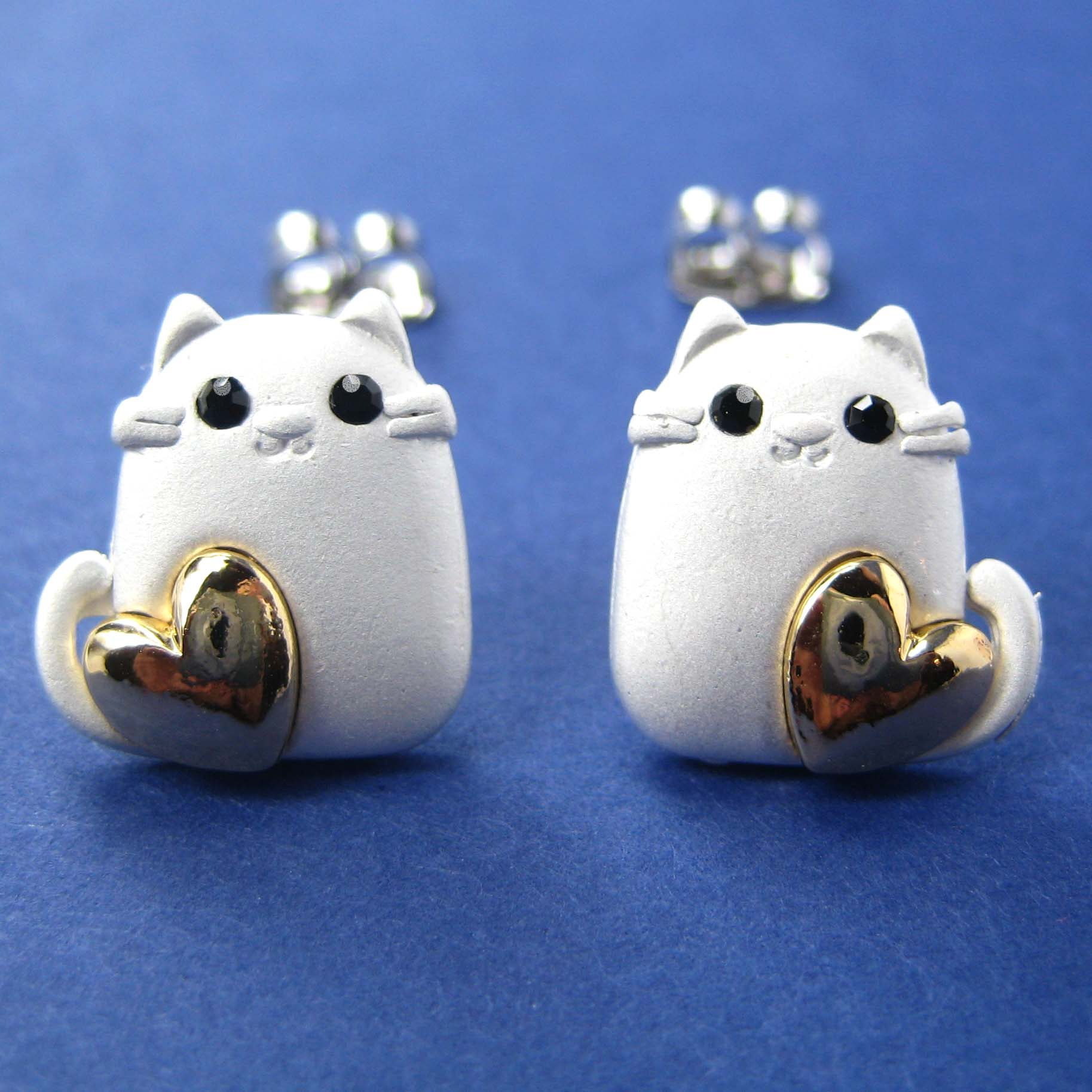 cat animal earrings in silver with gold hearts