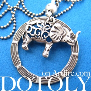 Elephant Animal Hoop Round Pendant Necklace in Silver