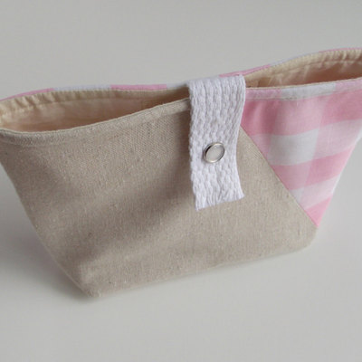 Snap-closure pouch