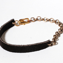 Delicate suede brass bracelet in black