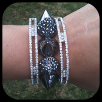 Rhinestone and Spike bracelet (Black)