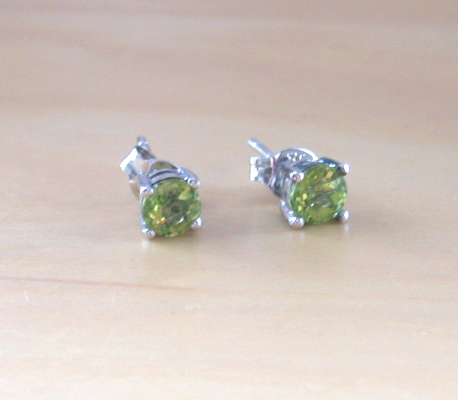 stud white jewelry square earrings gold peridot