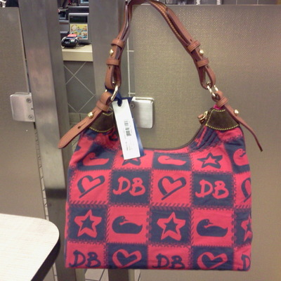 Nwt dooney & bourke pw479 n9 large erica retails $130.00