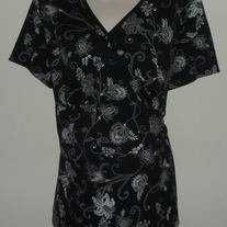 Black/White Floral Short Sleeve Shirt-Motherhood Maternity Size 2X