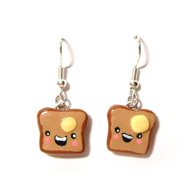 Toast earrings (komodokat)
