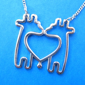Simple Giraffe Heart Love Animal Charm Outline Necklace in Silver
