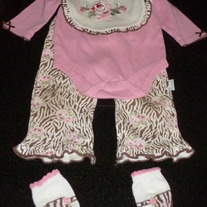 4 Piece Onesie, Pants, Bib, Socks Pink/Brown Matching Set-NEW-Vitamins baby Size 9 Months  GS413