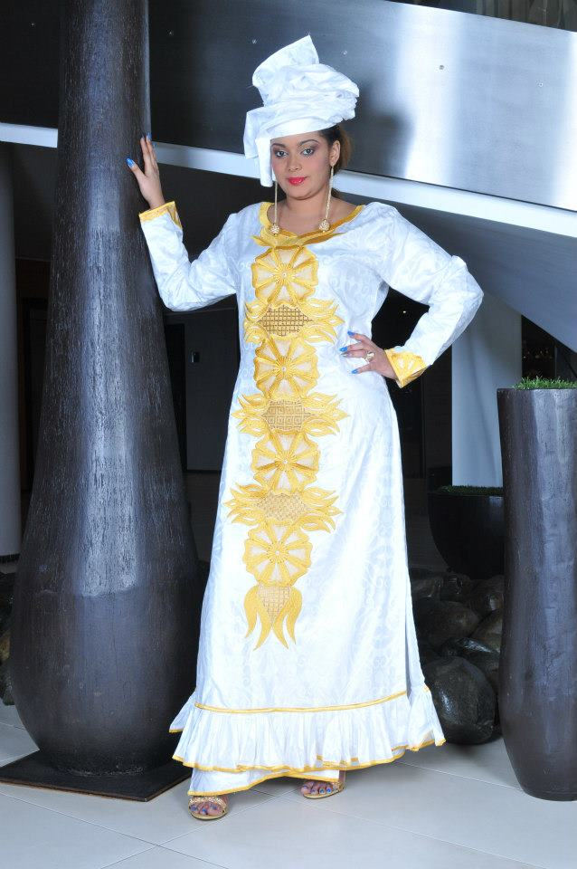 Exquisite white african brocade maxi dress with elaborate for Robes de mariage maxi uk