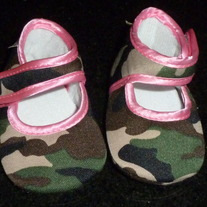 Camo/Pink Crib Shoes-Baby Bella Maya Size Newborn