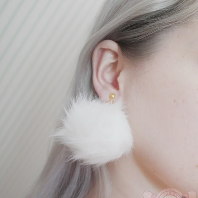 Middle sized pompom earrings