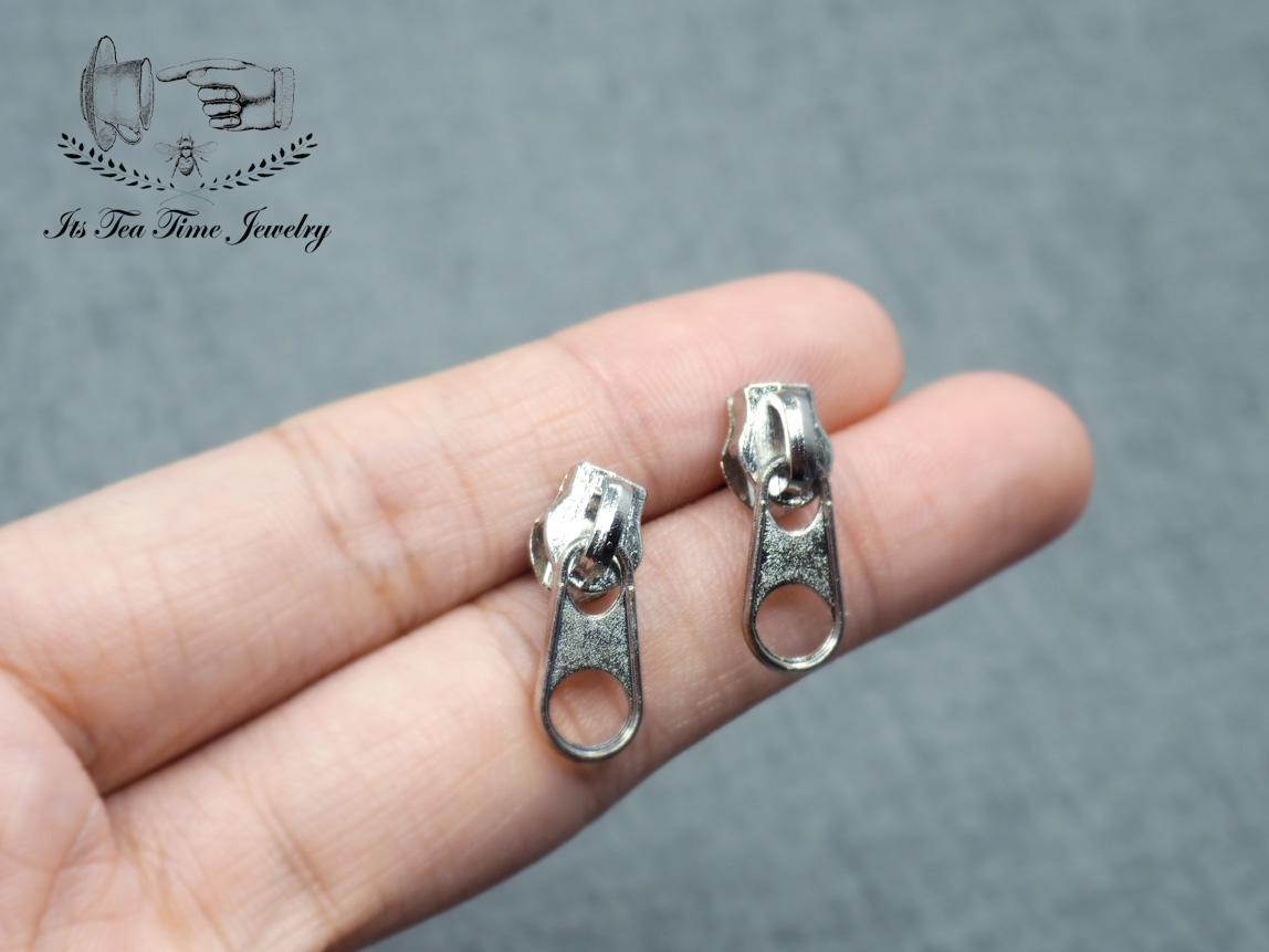 Zipper Pull stud earrings, Zippers, Silver zipper earring, zipper ...