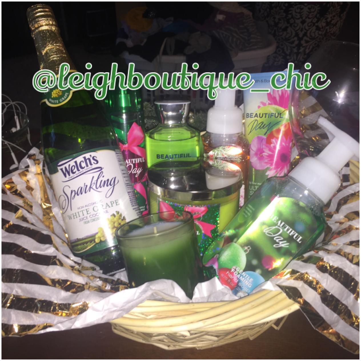 Holiday gift basket christmas gifts christmas gift basket bath holiday gift basket christmas gifts christmas gift basket bath and body baskets negle Images
