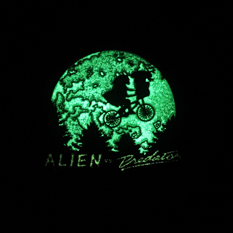 Alien vs Predator Glow In The Dark \
