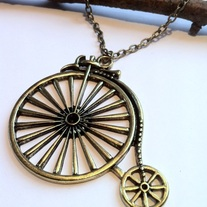 Bicyclenecklace-02_medium
