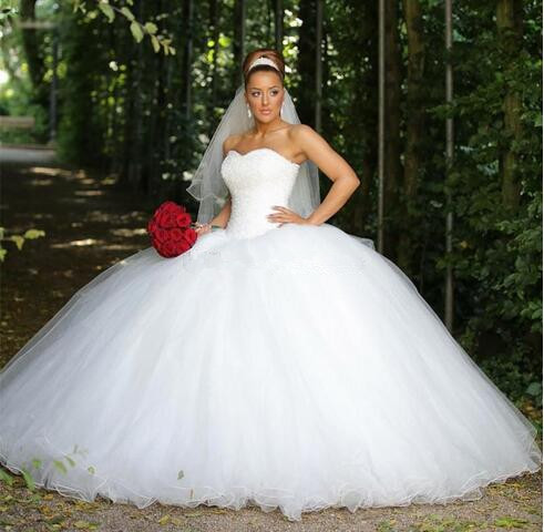 Luxurious Ball Gown Wedding Dresses Sweetheart Sequins Beaded Tulle