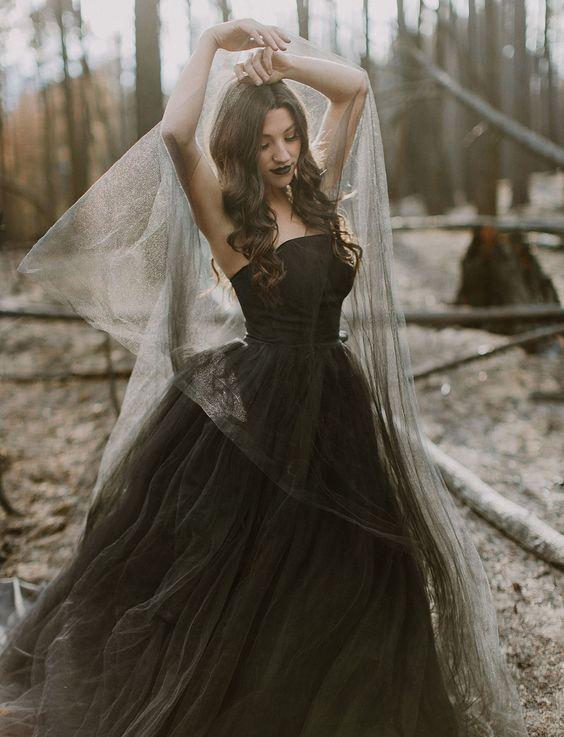 Vintage Black Ball Gown Tulle Wedding Dresses Strapless Gothic ...