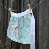 Child's Apron {Pretty Bows}