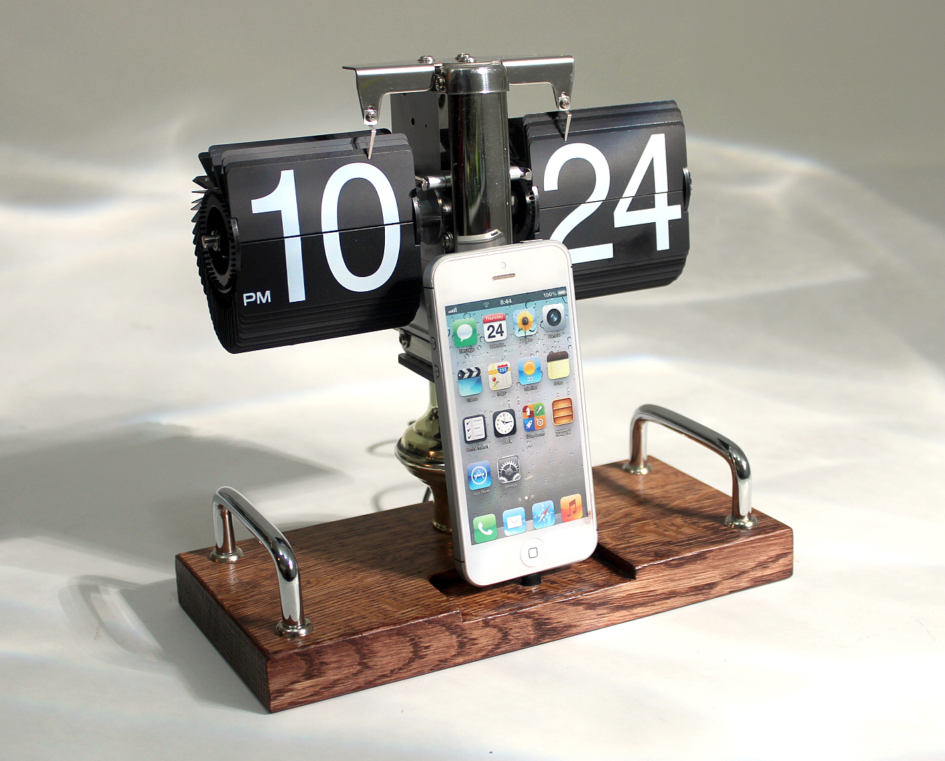 cool iphone chargers clock dock retro iphone ipod samsung android charger and 1263
