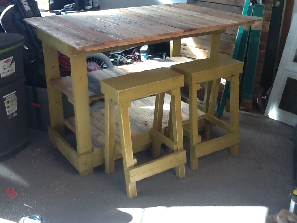 Rustic Cottage Pallet Kitchen Island Bar With Bar Stools