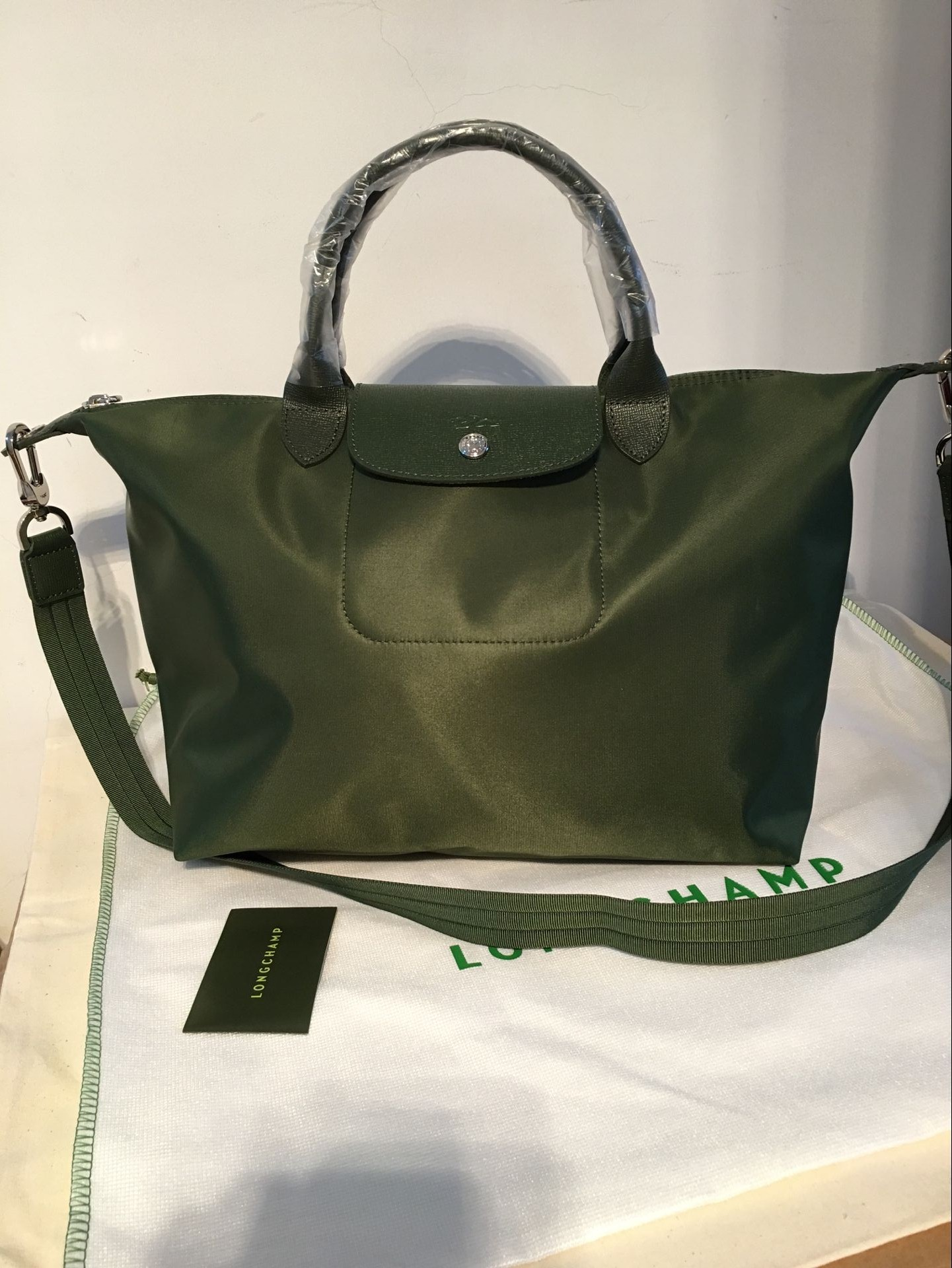 5115357cc782 Authentic Longchamp Neo Medium Handbag Moss Green 1515578749 on Storenvy