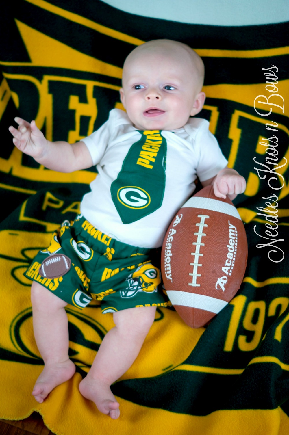 buy popular e2365 1d25e Boys Greenbay Packers Game Day Outfit, Baby Boys Coming Home Outfit,  Football Outfit, Baby Shower Gift sold by Needles Knots n Bows