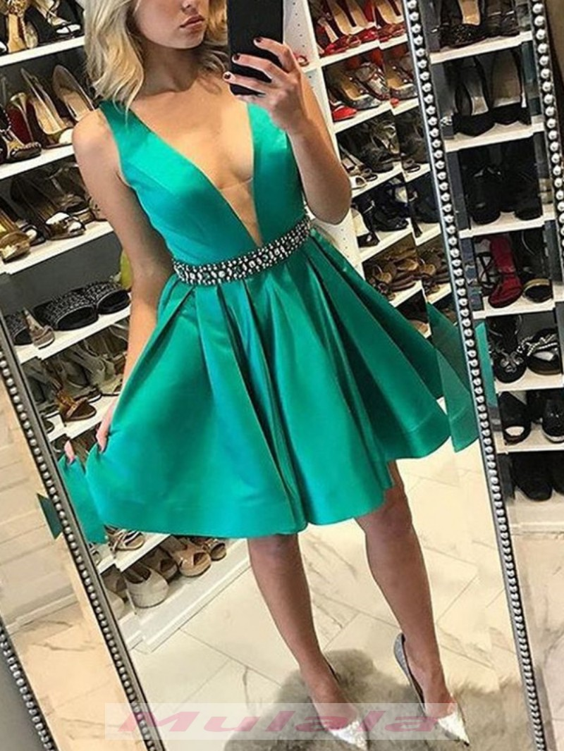 on feet at drop shipping classic shoes Emerald Green Short Satin Homecoming Dresses With Crystal Beaded Sash 2019  Cheap Short Party Prom Dresses from Mulala