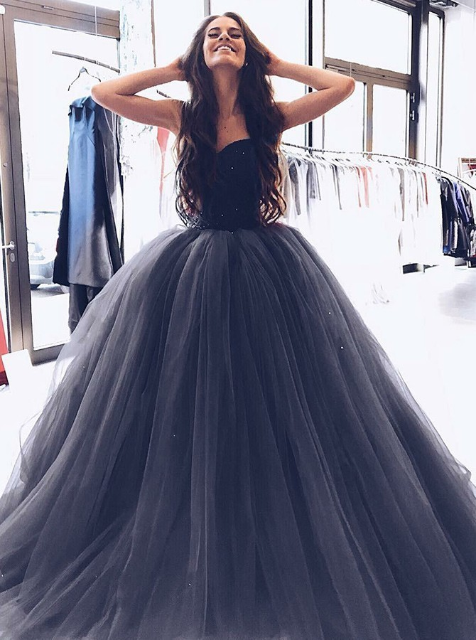 47a8381d1266 Gorgeous Ball Gown Evening Dress Sweetheart Long Prom Dresses Grey Tulle Prom  Dress with Beading ...