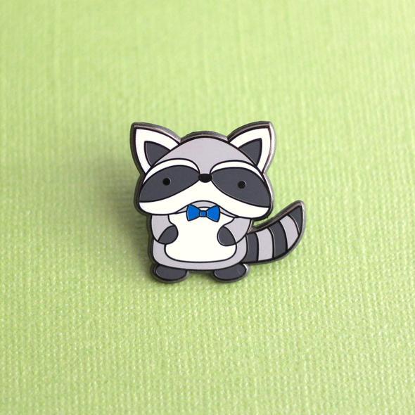 Raccoon Pin / Woodland Animal / Toronto Pin / Trash Panda / Canada Pin /  Kawaii Accessory / Cute Pin / Animal Pin / Flair Pin / Pin Badge