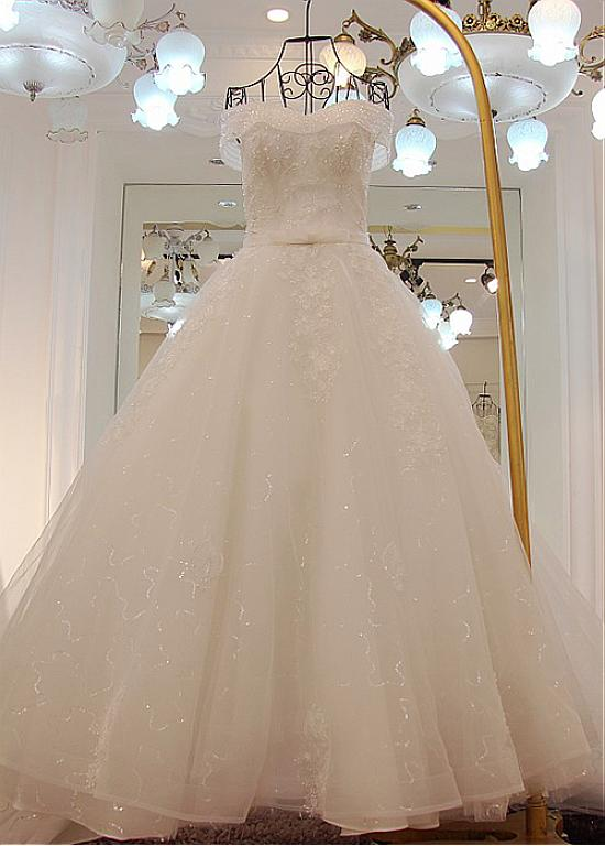 Sale Beautiful Strapless Ball Gown Lace Appliques Beadings Wedding Dress From Curvy Brides